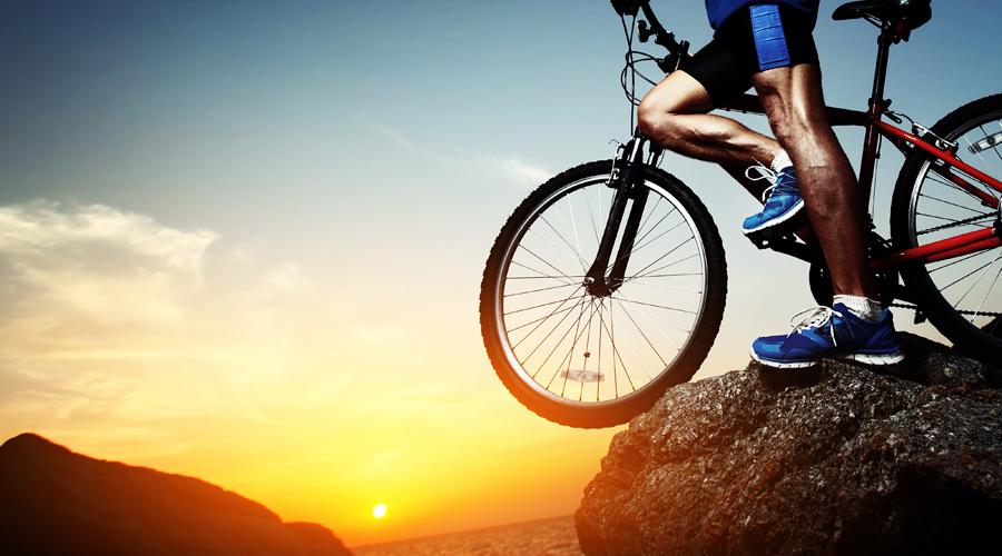 Дыхание и спорт Сидячий образ жизни буквально уничтожает организм, пусть и незаметно. Ежедневные занятия спортом снижают кислотность организма. Не менее важно дыхание: в тесных офисах количества кислорода в воздухе для адекватной работы мозга просто недостаточно.