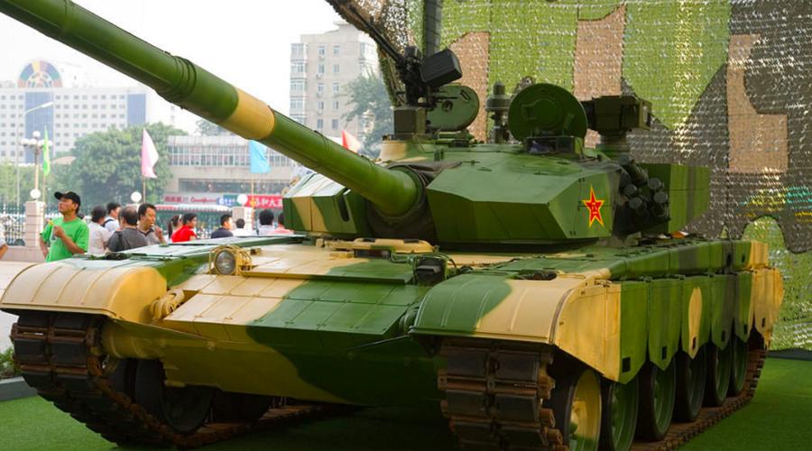Танки Китай Китай же делает ставку на свою новую разработку, Type 99. Недавно танк был модернизирован реактивной броней и считается почти столь же живучим в бою, что и западные или российские танки.
