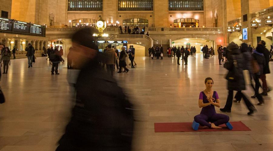 Медитация Забудьте о религиозной подоплеке искусства медитации. Подумайте об этом как о единственном способе разгрузить и потренировать свой разум одновременно. Десяти минут в день будет достаточно, чтобы получить ощутимый результат.