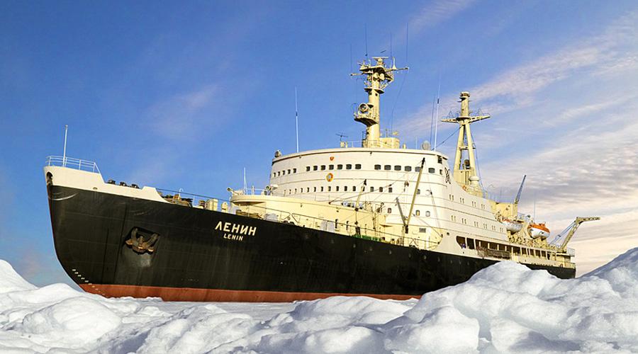 Атомный ледокол Первый в своем роде ледокол с ядерной установкой был спущен на воду 5 декабря 1957 года. Атомоход «Ленин» прекрасно показал себя в деле. За время службы он прошел 654 тысячи миль во льдах.