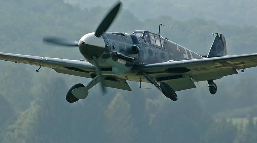 Messerschmitt Bf.109 ГерманияИстребитель Это один из самых массовых истребителей Второй мировой войны. Немцы произвели 33 984 Bf.109, использовали же его в различных амплуа — от самолета-разведчика до истребителя-бомбардировщика. На первых этапах войны советские машины серьезно уступали немецким, потери были очень велики.