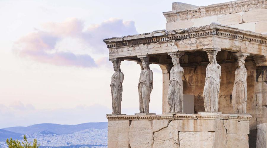 Греция В греческих музеях фотографировать не запрещают, пока речь не идет о селфи на фоне экспонатов. За фотографию военнослужащих Греции можно вообще в тюрьму угодить.