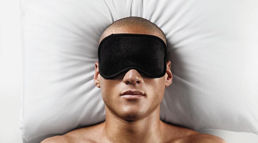 Спите не менее 7 часов в сутки Сокращение времени сна увеличивает уровень кортизола, гормона стресса, который вызывает накопление жира. Грубо говоря, будете спать мало — быстро превратитесь в нервного и вечно раздраженного толстяка. Не пейте кофе во второй половине дня, сократите употребление алкоголя, уберите гаджеты подальше от кровати и через неделю ни о какой бессоннице вы и не вспомните.