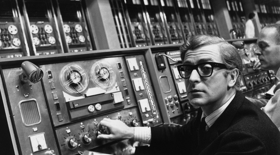 Интернет Во время Второй мировой войны информация имела первостепенное значение. Расшифровкой немецких переговоров занимались лучшие умы мира. Чтобы объединить разрозненные по университетам огромные компьютеры, Джозеф Ликлайдер создал систему ARPANET, прототип современного интернета.