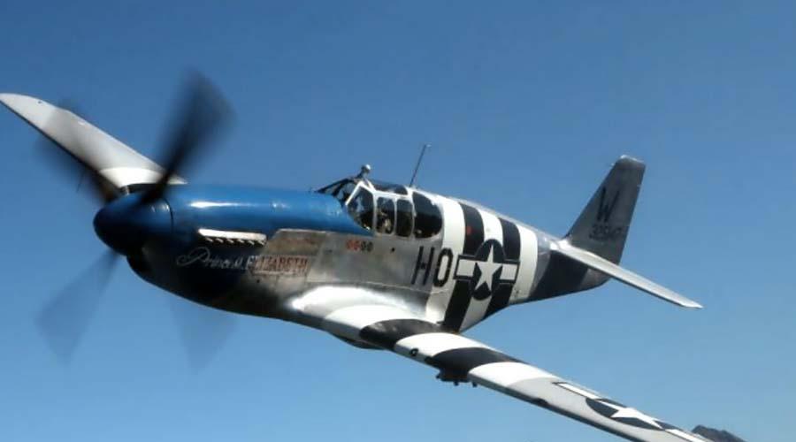 North American P-51 Mustang АмерикаИстребитель Изначально англичане заказали американцам эти истребители, и первые бои P-51 провели в 1942 году. Затем американцы и сами наладили выпуск «Мустангов», уже для своих нужд. Модель выпускалась с огромными топливными баками, что позволяло использовать ее в качестве сопровождающего бомбардировщиков.