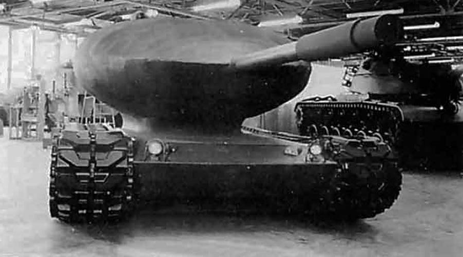Атомный танк В 1954 году Chrysler представили проект TV-1 — боевого зверя в 70 тонн весом с пушкой 105 мм и лобовой броней в 350 мм толщиной. Ядерный реактор обеспечивал этому монстру запас хода на 6500 километров. Дальше опытного образца дело не пошло: дорого, да и солдат экипажа приходилось бы менять слишком часто.