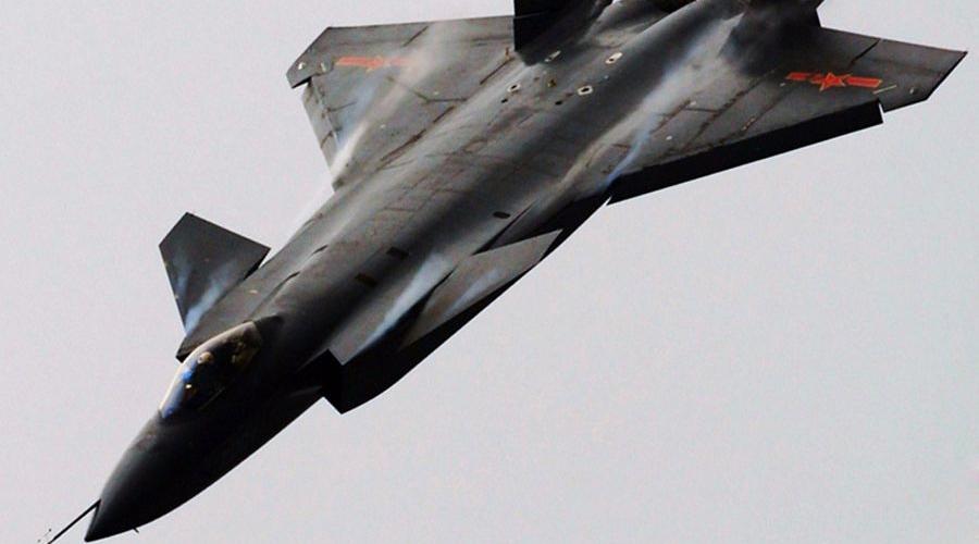 Истребители Китай J-31 дебютировал на авиасалоне в 2014 году, но китайские оружейники на достигнутом останавливаться не стали. Недавно в серийное производство был отправлен J-20, а два новейших проекта — J-23 и J-25, проходят тестирование прямо сейчас.