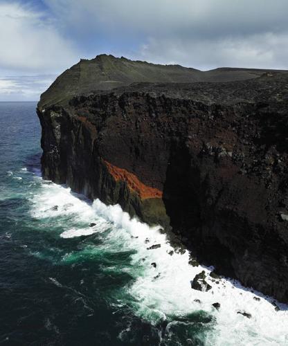 Суртсей В 60-х годах прошлого века остров поднялся из морской глубины в результате вулканической деятельности. Ученое сообщество моментально установило мораторий, чтобы никто не мешал наблюдать за появлением новой жизни.