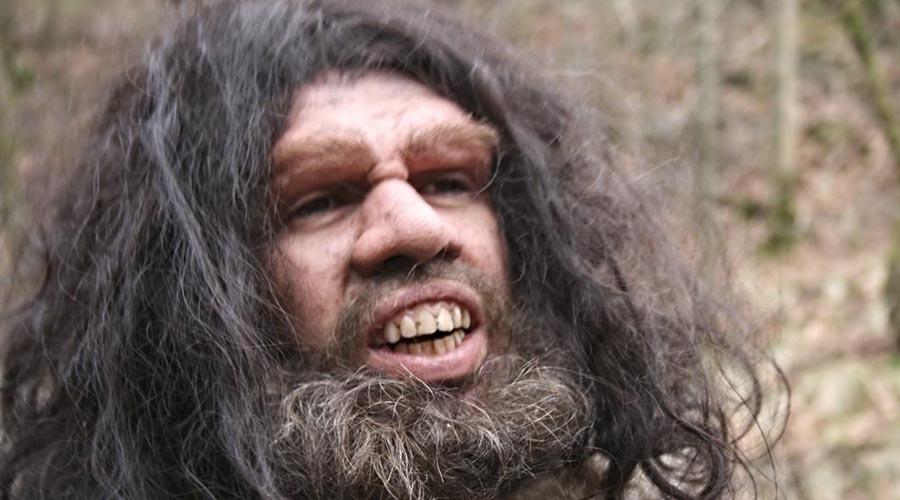 Неандерталец Здесь возникает вопрос морально-этического свойства: можно ли считать неандертальца человеком? И если ответ положительный, то насколько приемлемо клонировать человека? Ученые утверждают, что могут сделать клона в любой момент, но религия и общественное мнение пока не на их стороне.