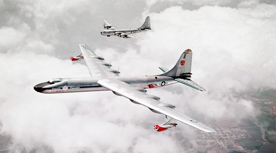 Атомный самолет Огромный бомбардировщик Convair B-36 будто в насмешку получил индекс «Миротворец». Во времена холодной войны именно этот самолет, оснащенный ядерным реактором, был основой стратегических ядерных сил США. Convair B-36 никогда не использовался по назначению (иначе вы бы этот текст не читали), но вполне удачно выступал в качестве самолета разведки.