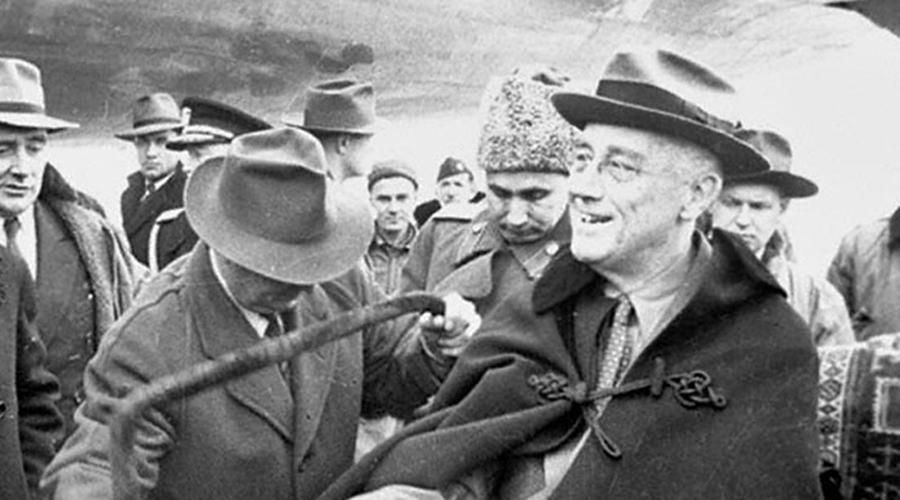Секретная встреча После соответствующей психологической подготовки состоялась тайная встреча Сталина и Рузвельта. На ней было решено: Советский Союз вступит в войну против Японии, обреченной, но далеко не сломленной. Итогом этих переговоров, помимо прочего, стало значительное расширение территории СССР.