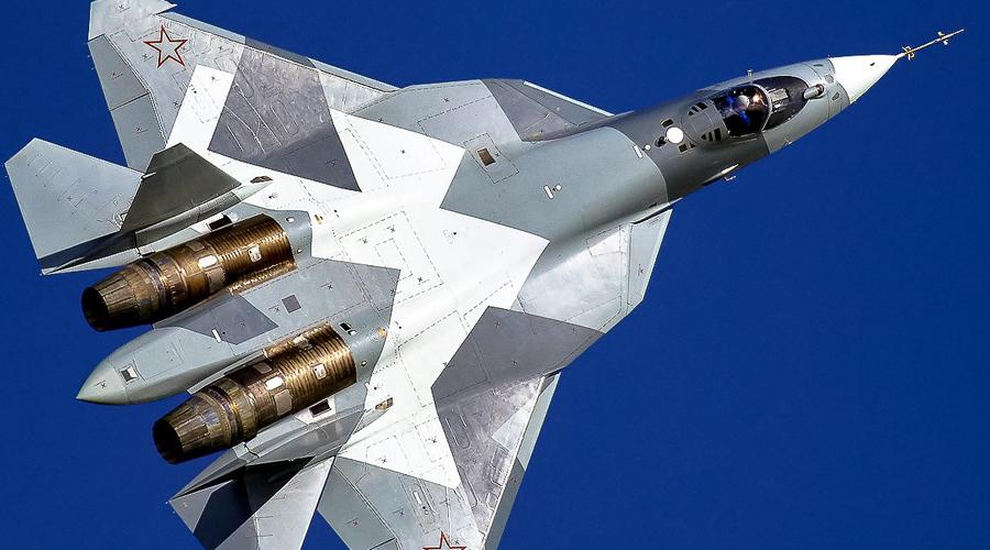 Истребители Россия Ожидается, что новейший Т-50 будет основным противником американским «Рапторам». Более маневренный, но менее защищенный от радаров, он будет иметь серьезные проблемы только в том случае, если не заметит противника первым.
