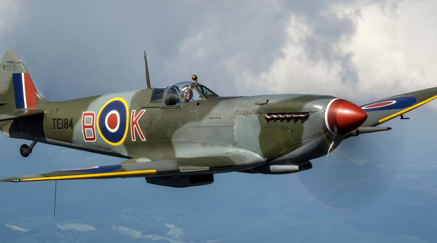 Supermarine Spitfire ВеликобританияИстребитель Основной истребитель британских ВВС стал и одним из лучших истребителей всей войны. «Спитфайр» был достойным противником немецким Bf.109, не уступая ни в скорости, ни в высоте.