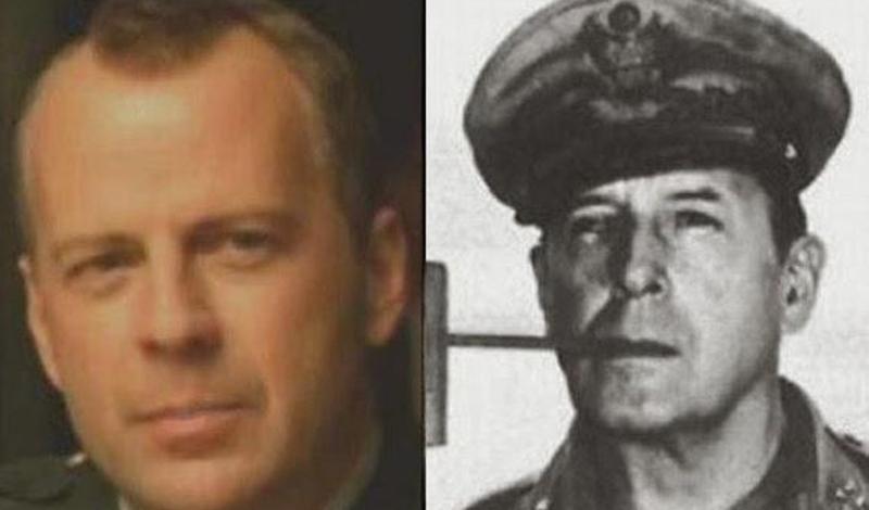 Брюс Уиллис/Дуглас МакАртур Не зря Уиллис традиционно играет брутальных парней. Судя по фотографии, в нем просто воплотился знаменитый американский генерал, Дуглас МакАртур.