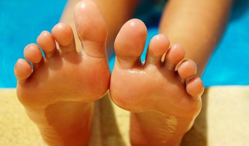 Ноги Странно, но биологи из Пенсильвании выявили стойкую взаимосвязь между длиной пальцев ног и креативностью человека. Оказалось, что успешные рекламщики, журналисты, художники и писатели отличаются гипертрофированными большими пальцами ног.