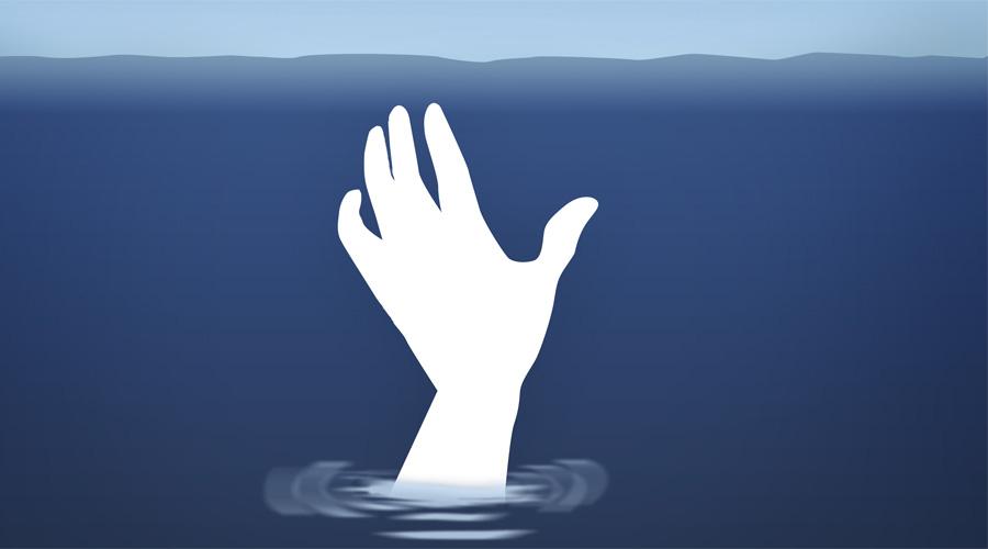Как плыть Большое значение имеет стиль плавания. Запомните: в штиль ложитесь на спину, так будет проще сэкономить силы — а они вам понадобятся в любом случае. Волны? Переворачивайтесь на живот и старайтесь плыть правильным брассом, опуская голову под воду для выдыхания. Если рядом ни берега, ни корабля — не тратьте энергию зря, никуда грести не нужно. Держитесь на воде и отдайтесь течению. Возможно, оно прибьет вас к берегу.