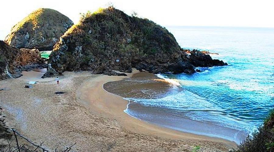 Плайя-Зиполите Мексика Находится на южном побережье Мексиканского штата Оахака. Иногда Playa Zipolite переводится как «пляж мертвых» и для этого есть веская причина. Непредсказуемые подводные течения уносят до 50 человек в год.