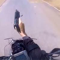 Мотопогоня со стрельбой в ЮАР: полицейский против угонщиков