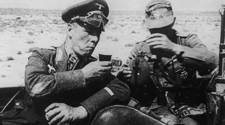 Где сокровища Роммеля Знаменитый Пустынный лис почуял близкий конец 3 октября 1942 года, когда Восьмая армия генерала Монтгомери перешла в наступление. Награбленные за время североафриканской кампании сокровища нужно было спасать: Роммель погрузил все на несколько надувных лодок, которые должны были встретиться с немецкой субмариной в открытом море. Но в Германии (да и нигде больше) африканские драгоценности больше не появлялись. По одной из версий, командир субмарины затопил все в подводном гроте, не так далеко от североафриканского побережья.