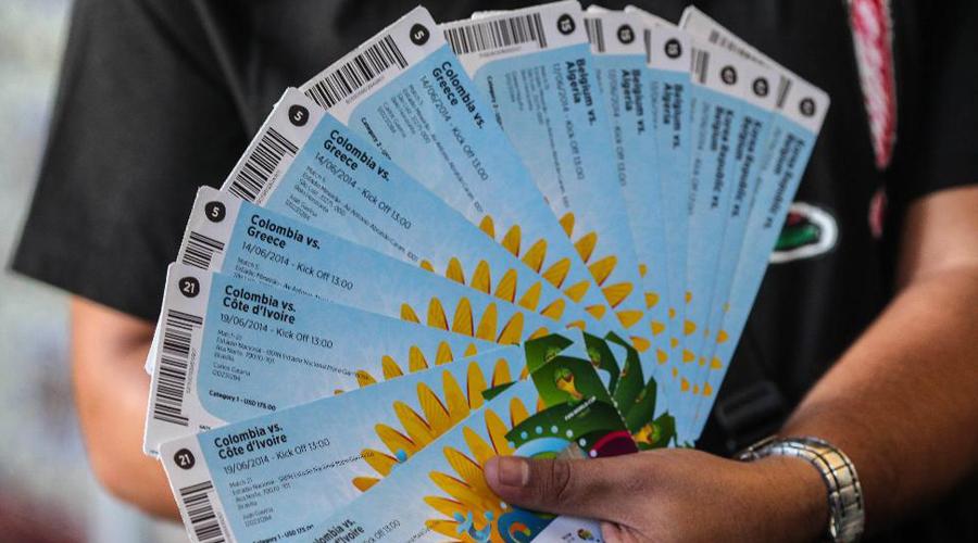 Спекулянт билетами Перепродажа билетов перешла с улиц в сеть. Сегодня нелегальным бизнесом по торговле подчас поддельными билетами занимается огромное число людей по всему миру. Все дело в сравнительно низком входе на этот рынок и довольно непродуманной системе наказания.