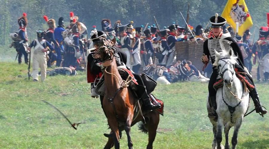 Проблема скорострельности Тактика европейской пехоты в XVIII определенно нуждалась в нововведениях. Все построения солдат основывались на низкой скорострельности кремниевых мушкетов — если 4 выстрела в минуту вообще можно назвать скорострельностью.