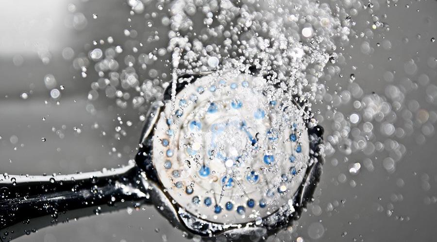 Сила воли Второй день будет примерно такой же пыткой, как и первый. Но войти под холодную воду станет значительно труднее. Тело уже знает, что его ждет и противится «ненужной» нагрузке. Приходится подключать силу воли — если ваша проблема именно в этой характеристике, то холодный душ по утрам может стать своеобразным тренажером.