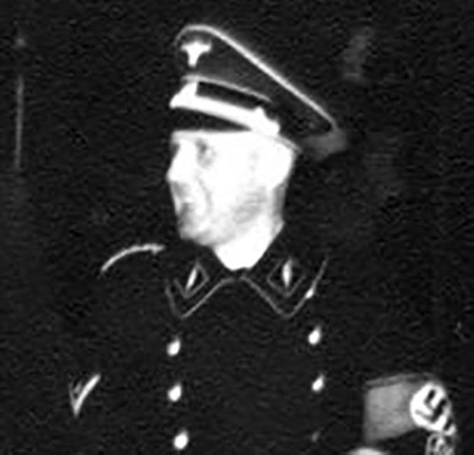 Генрих Мюллер Последний раз нацистского палача Мюллера видели в подземном бункере Гитлера, за день до самоубийства последнего. Десятилетиями ЦРУ и Моссад искал убийцу тысяч людей, но, к сожалению, безуспешно.