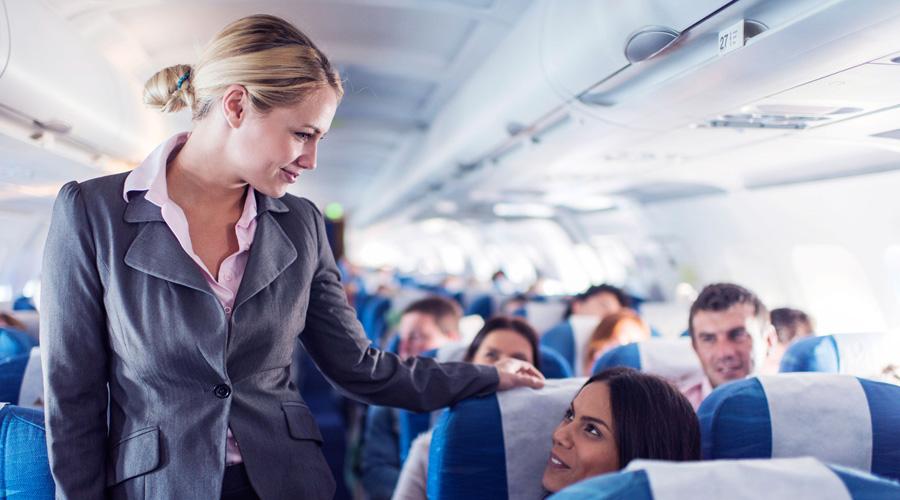 Электроника при взлете Сами стюардессы пользуются телефонами почем зря. Просьба выключить все электронные приборы нужна для другого: по статистике, большая часть катастроф происходит именно в это время и лучше, чтобы пассажиры имели шанс на спасение, а не втыкали бы бездумно в экраны.