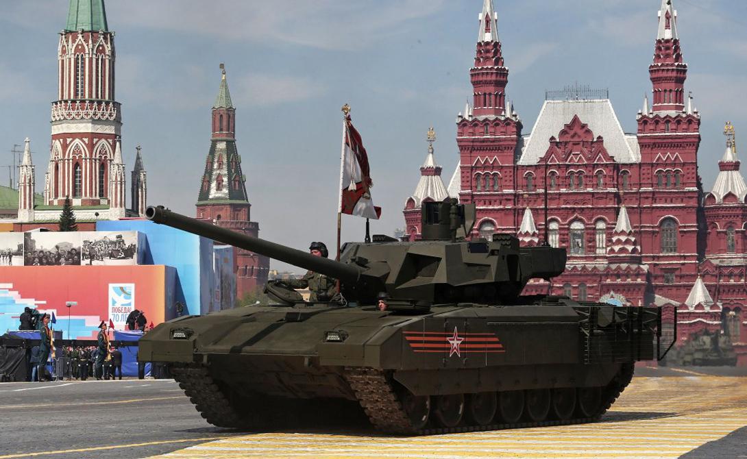 T-14 «Армата» Первый в мире танк четвертого поколения. Высокоскоростная пушка калибра 125-мм также способна стрелять ракетами с лазерным наведением. Дистанционно управляемая система башни позволяет экипажу вести огонь находясь в более защищенных зонах машины. Кроме того, именно этот танк имеет потенциал стать первым в мире полностью беспилотным бронированным убийцей.