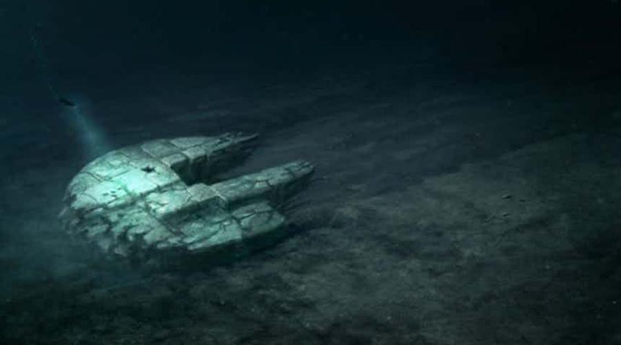 Аномалия Балтийского моря «Аномалия Балтийского моря» была открыта в июне 2011 года шведской командой Ocean X. Внутри основного круга (который, давайте признаем, выглядит в точности как космический корабль из фантастической саги) есть что-то вроде лестницы, ведущей в глубины. Ученые до сих пор пытаются найти логичные объяснения этому странному образованию, однако пока ни одно из предположений не подтвердилось.