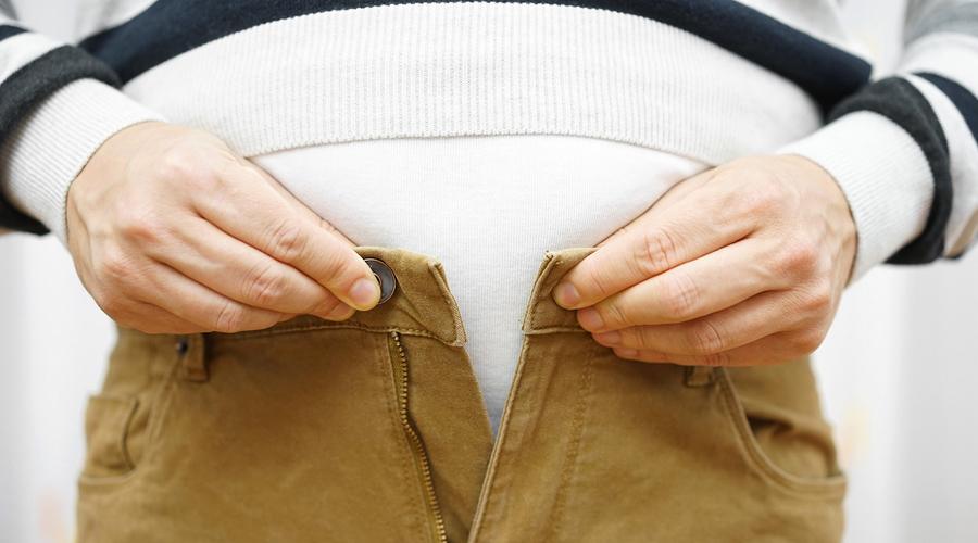 Калории и лишний вес Главную роль в получении лишнего веса играют не калории, а питательные вещества полученные с пищей. Вот, чем так опасны транс-жиры: поступающие с ними калории способствуют серьезному увеличению веса. Попробуйте перейти на здоровую пищу, вместо подсчета калорий — гораздо более эффективная методика.