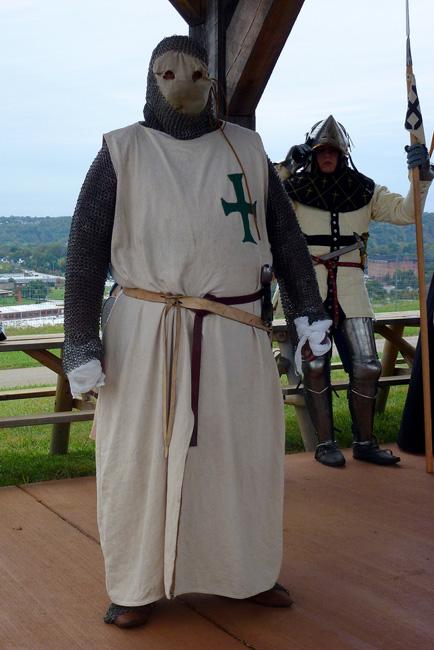 Восставшие из пепла Однако орден сумели восстановить. Во время Второго крестового похода Людовик XVII наделил прокаженных храбрецов имуществом и доходами в Буаньи. Здесь, после изгнания крестоносцев из Палестины, и была основана новая резиденция Ордена.