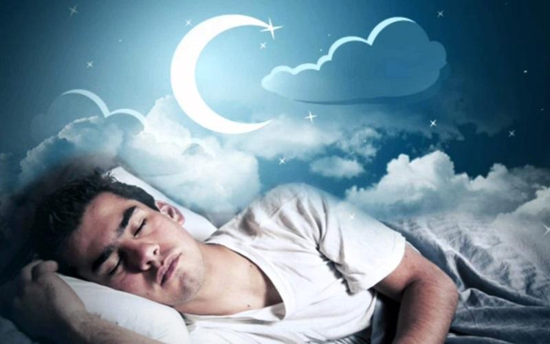 Хороший сон Режим ранних пташек положительно влияет и на качество сна. Жаворонки раньше ложатся , поэтому успевают «поймать» до полуночи самые лучшие для отдыха часы и в результате хорошо высыпаются и более довольны качеством своего сна. К тому же только 20% жаворонков страдают от бессонницы, среди сов этот показатель вдвое выше.