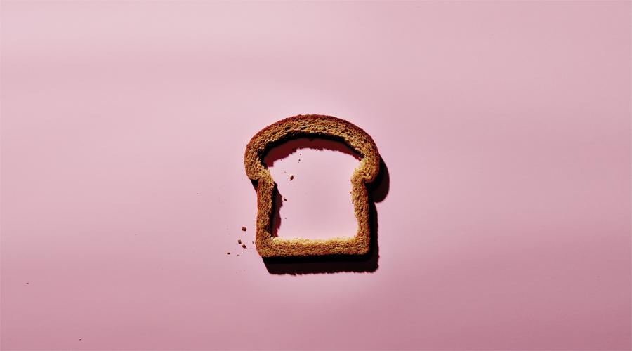 Отрицательная калорийность Легенда о продуктах с так называемой «отрицательной калорийностью» — не более, чем выдуманный производителями пищи миф. Прикиньте сами, может ли существовать еда, на усвояемость которой организм затрачивает больше калорий, чем получает в итоге? Абсолютно все существующие продукты питания состоят из углеводов, белков и жиров. Это источники энергии сами по себе — не ведитесь на рекламу.