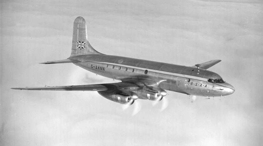 Рейс 441 30 октября 1954 года рейс 441 просто растворился на самой границе Бермудского треугольника. Пилот даже не успел отправить сигнал S.O.S. Тела? Обломки? Ничего подобного. Растворился в воздухе — внезапно и навсегда.