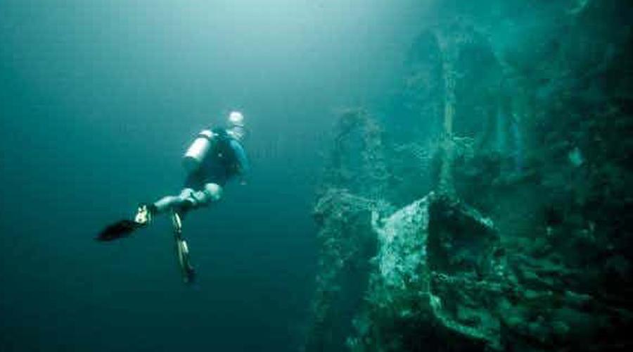 Корабль-призрак В 2010 году группа дайверов погрузилась в Балтийское море. Исследователи искали сбитый во Второй мировой войне самолет, а наткнулись случайно на самый настоящий корабль-призрак. Если верить анализам, построен он был еще в XVII веке и скорее всего (судя по косвенным признакам) принадлежал голландцам. Однако, совершенно неясно, что голландское судно делало в тех водах и как умудрилось затонуть.