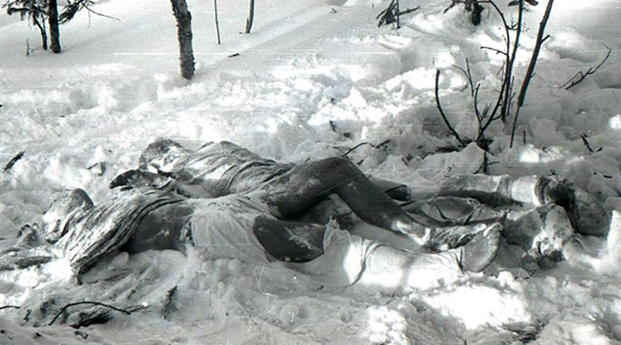 Перевал Дятлова Тайна страшной гибели группы туристов на перевали Дятлова не разгадана до сих пор. Кто и за что убил студентов-геологов, на горе заночевавших в «проклятом» месте? Версий предостаточно: тут нашлось место и секретным базам КГБ, и пришельцам, и кровожадным (якобы) манси.