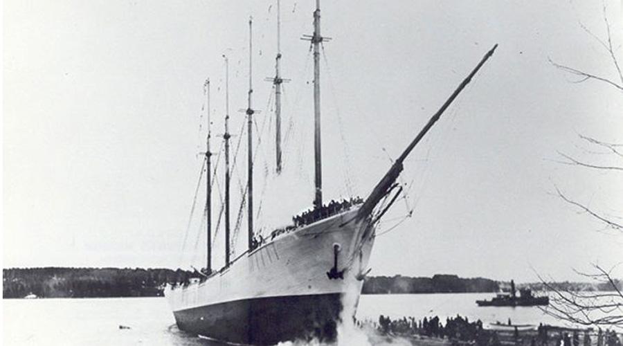 Кэрролл А. Диринг Один из самых известных кораблей-призраков был найден 31 января 1921 года. Последний раз груженную углем шхунувидели 29 января того же года у плавучего маяка, но уже без экипажа. На борту корабля-призрака спасатели не нашли никаких свидетельств о случившемся, все оставалось на своих местах, будто команда только что покинула шхуну.