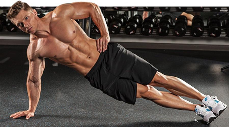 Крепкий корпус Развивать мышцы корпуса труднее всего — упражнений мало, выполнять их постоянно большинство просто ленится. Переходите на ежедневную планку и результаты появятся уже через неделю. Это упражнение задействует сразу все мышцы кора: поперечную, прямую и косые.