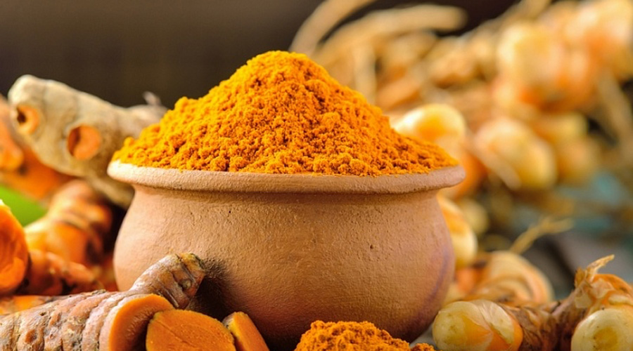Куркума В сочетании с медом куркума становится просто идеальным антибактериальным средством. Попробуйте добавлять эту пряность в свой ежедневный рацион и болезней станет ощутимо меньше.