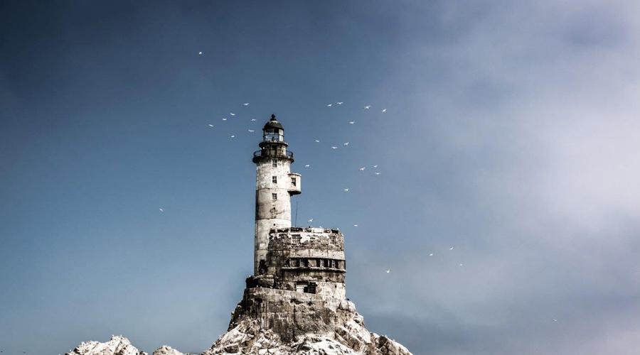 Маяк Анива И жемчужина нашей коллекции — настоящий заброшенный маяк, да еще и расположенный прямо в России, на острове Сахалин. Проектировал маяк японский инженер Миура Синобу, но сейчас, к сожалению, строение давно заброшено.