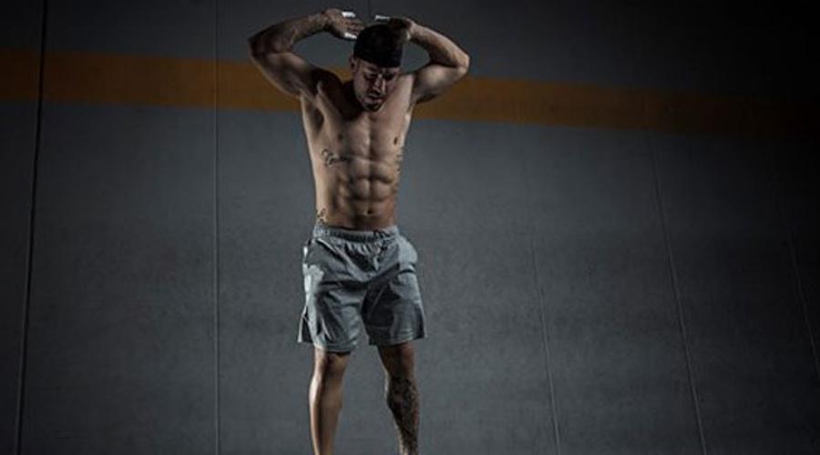 Сброс веса Берпи является высокоинтенсивным упражнением: оно поднимает пульс и заставляет тело сжигать огромное количество калорий. Собственно, ежедневное выполнение берпи поможет сжигать на 45% больше калорий, чем обычная силовая тренировка.