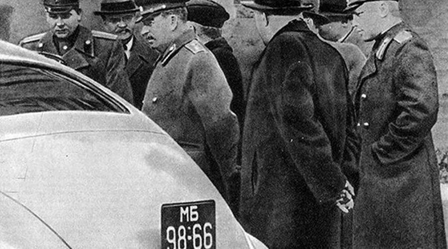 Почем Родину продаем Легендарную «Победу» конструкторы изначально решили назвать еще более патриотично — «Родина». На что Сталин спросил: «И почем же, товарищи, у нас будет Родина продаваться?». Естественно, название тут же поменяли.
