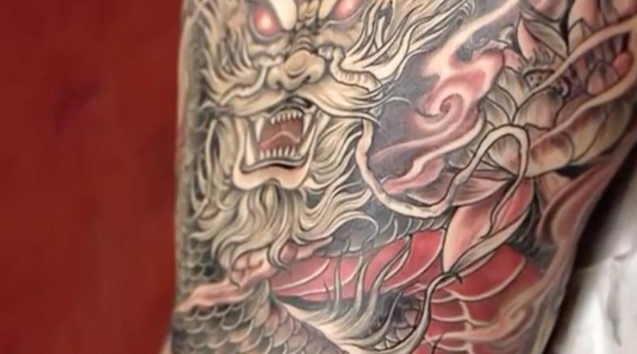 Драконы и самураи Татуировка для японцев все еще остается главным символом якудза. Здесь просто не принято уродовать кожу чернилами: татуированных людей, к примеру, не пускают даже в общественные бани. Туристам будет невозможно объяснить, что эту тату они сделали просто для себя.