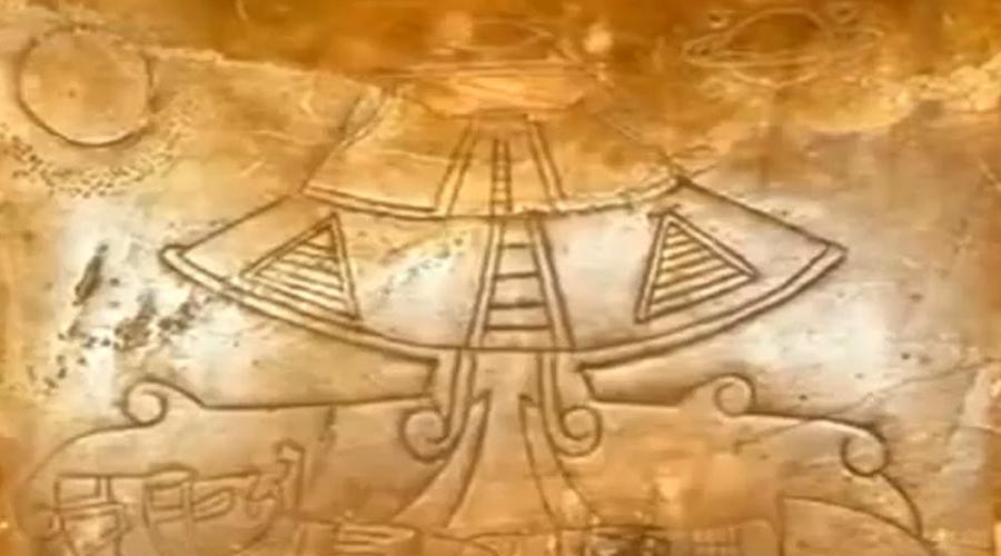 Артефакты Майя Вот что известно об этой невероятной истории. В 2012 году мексиканское правительство решило продемонстрировать миру коллекцию артефактов майя, которые хранились в тайне в течение последних 80 лет. Эти предметы обнаружили под древней пирамидой в Калакмуле. Но в итоге эксперты получили только снимки, на которых хорошо просматривались самые настоящие космические корабли. А выставку правительственные чиновники так и не открыли, отправив экспонаты в спецзаказник.