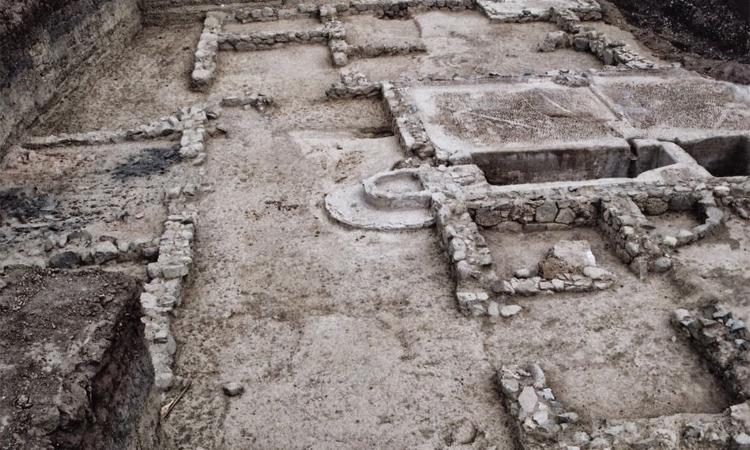 Хелике Исследователи обнаружили сведения о Хелике в древнегреческой мифологии. Согласно легендам, мощный морской порт уничтожил в свое время сам Посейдон, разгневанный царящим здесь развратом. Только в конце 1980-х годов археологи-энтузиасты сумели обнаружить останки Хелике.