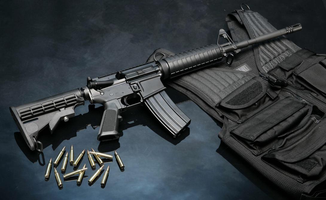 М16 В 1959 году эту винтовку представила на суд военных спецов компания Armalite, впоследствии перекупленная знаменитым концерном Colt. Уже в 1964 М16 поступила на вооружение и до нынешнего времени остается главным аргументом американской пехоты.