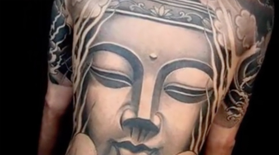 Будда На первый взгляд, татуировка Будды совершенно безобидна. Однако на территории Шри-Ланки не только изображение, но даже имя святого на теле станет для туриста серьезной проблемой. Фактически, за последние годы власти страны уже не один раз высылали таких «расписных».