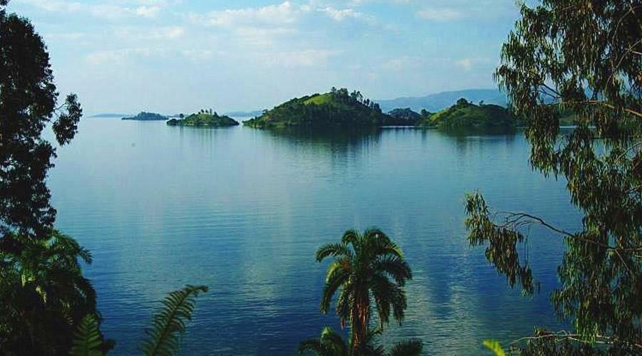 Озеро Киву Африка Под одним из Великих Африканских озер, Киву, залегает примерно 55 миллиардов кубических метров метана. Сейсмологи утверждают, что даже небольшое землятресение вызовет такой взрыв, что слышно будет даже в Европе. Между тем вокруг озера проживает около двух миллионов человек.