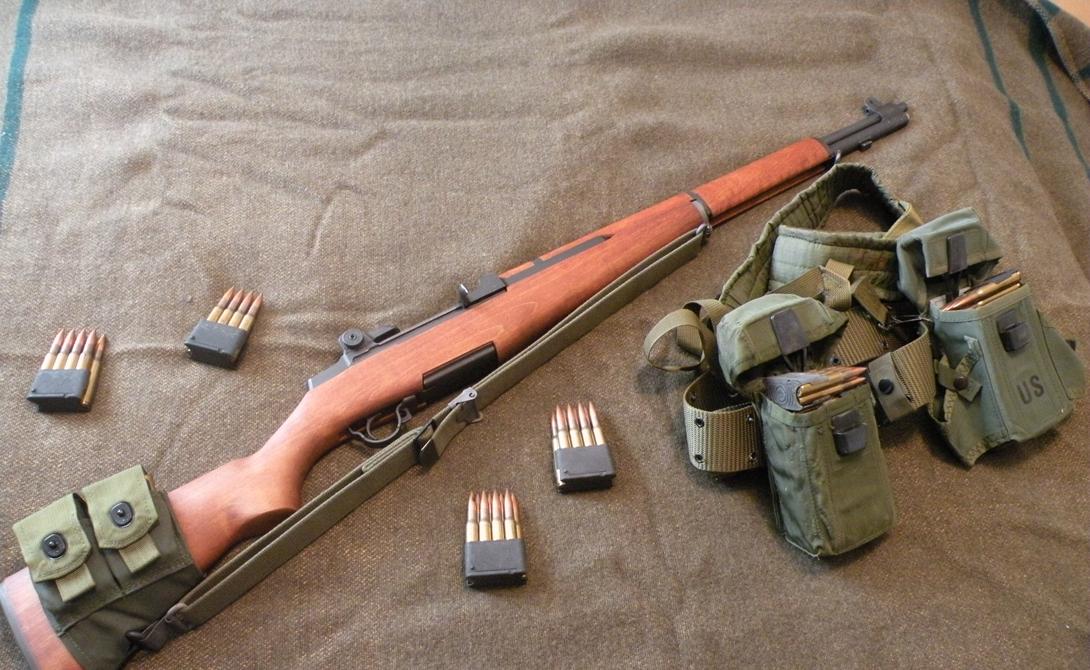 M1 Garand Нет, совсем не «мосинка» стала первой основной самозарядной винтовкой пехоты. Американская M1 Garand, созданная и выпестованная Джоном Гарандом, попала в серийное производство только в начале 1940-го года, однако успела собрать свою долю кровавой жатвы в ужасной войне.